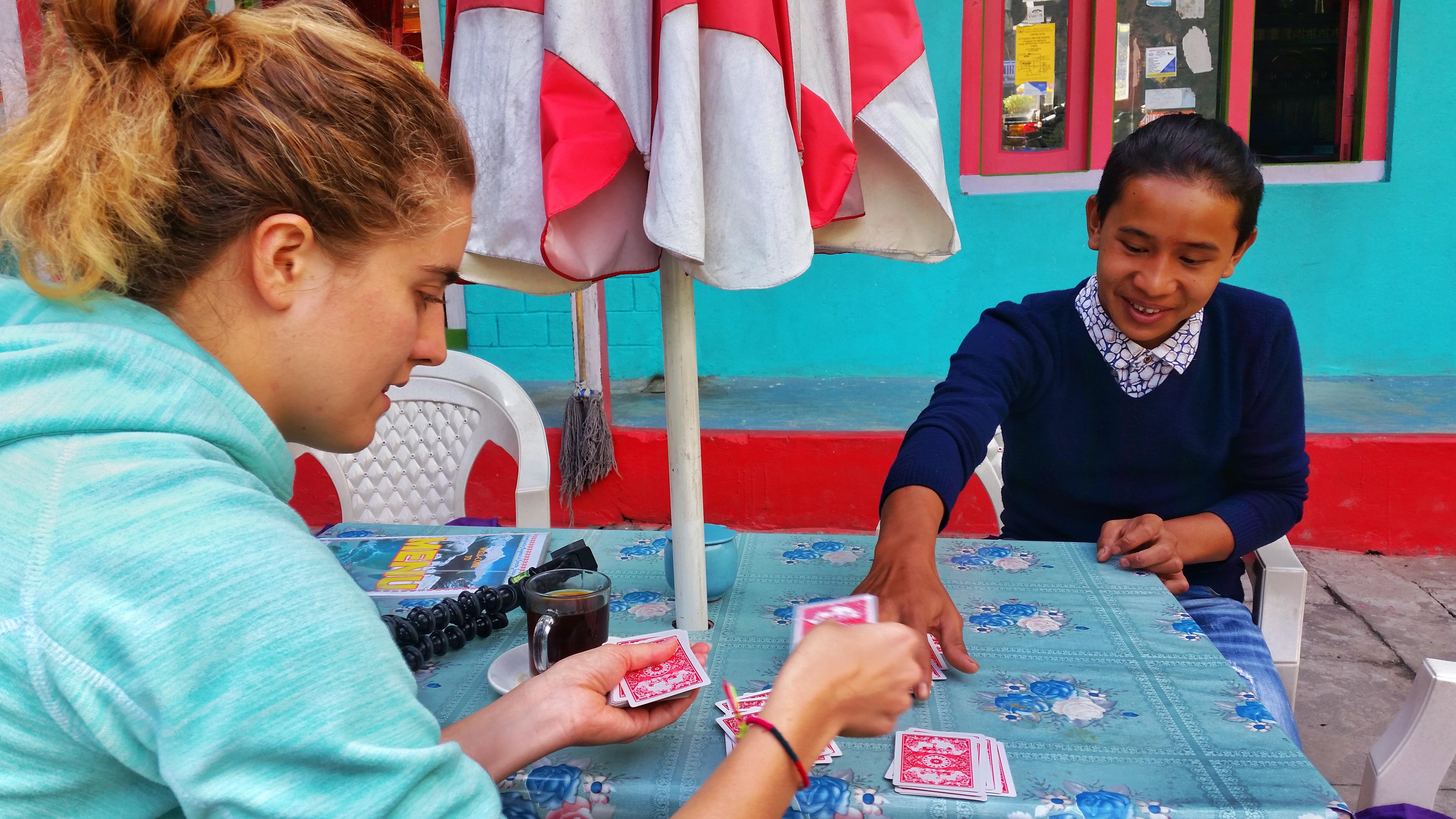 Nauka nepalskiego tasowania kart