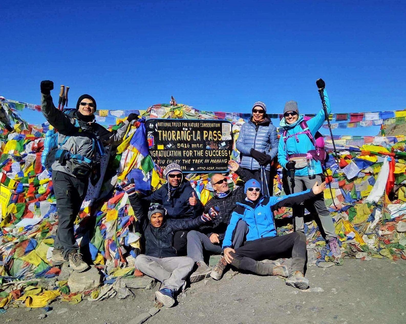 Polsko-nepalska ekipa świętująca wyjście naThorung La